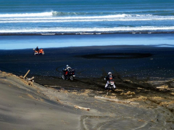 Acessing Muriwai Beach from Rimmer Road