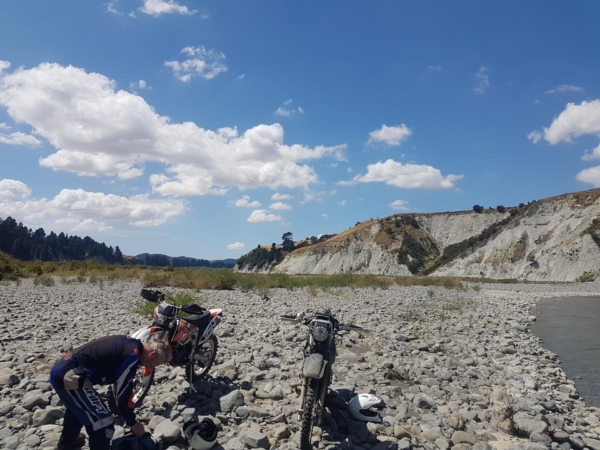 Some large rocks on Ngaruroro River