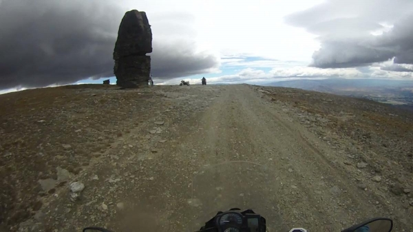Approaching the Obelisk on Symes Road