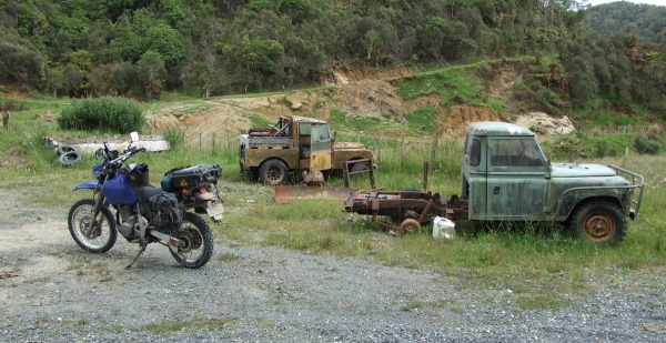 Old Land Rovers on Waitewhena Road